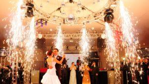 fogos-indoor-efeitos-especiais-chuva-de-prata-sky-paper-telao-projetor-datashow-festa-casamento